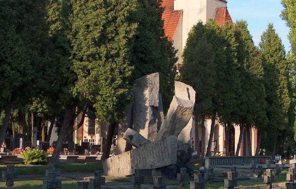 Lublin cmentarz przy ul. Unickiej, mogiła b.więźniów Zamku Lubelskiego z lat 1939-1944,